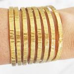 Comment faire un bracelet manchette en tissu?